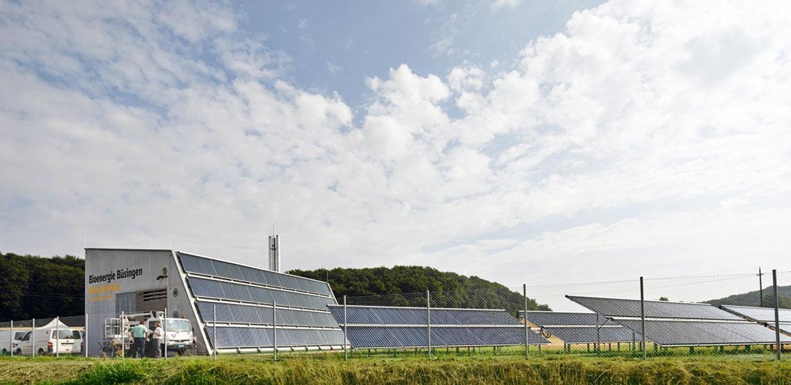 Picture of the district heating plants in Büsingen (Source: https://www.ritter-xl-solar.de/anwendungen/waermenetze/bioenergiedorf-buesingen/)